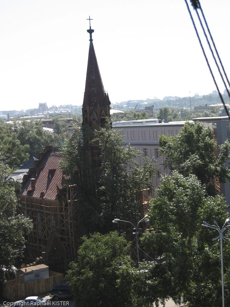L'église catholique polonaise (1880). Une église de briques rouges construite par les émigrés polonais venus en terre sibérienne travailler dans les mines.