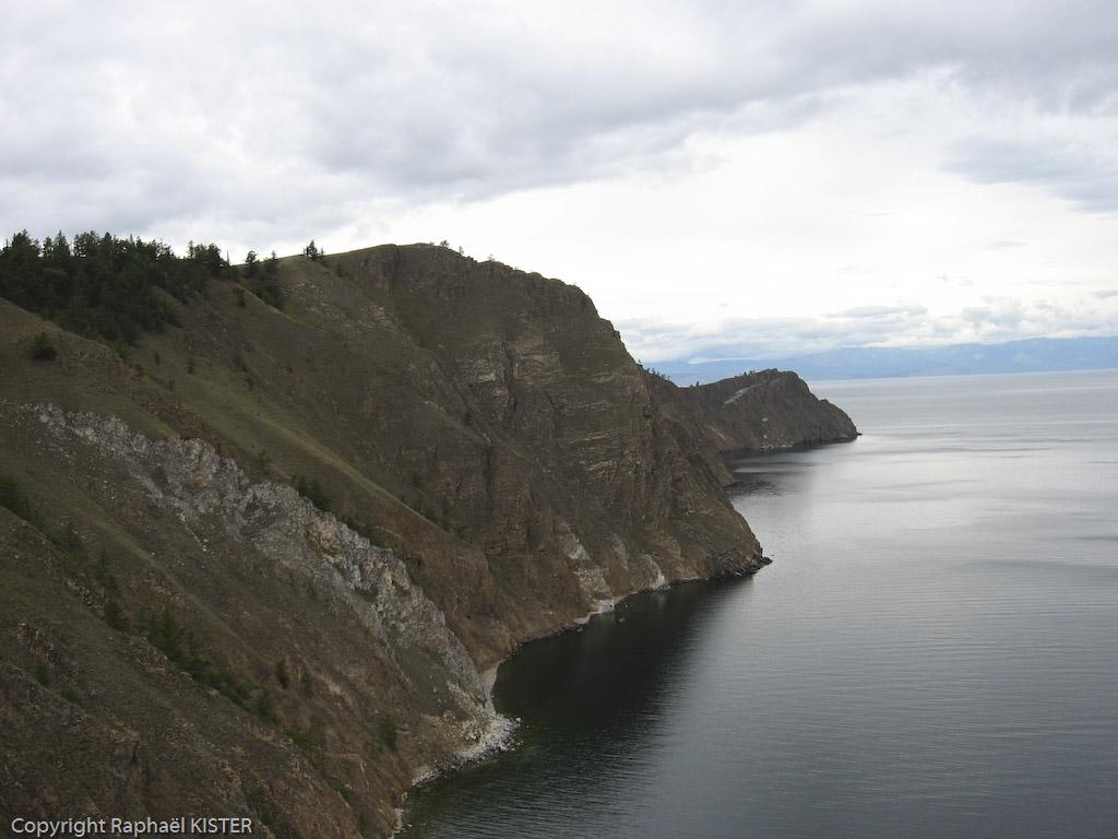 La côte au nord de l'île d'Olkhone