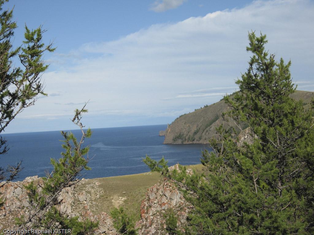 Aperçu de la côte de l'île d'Olkhone