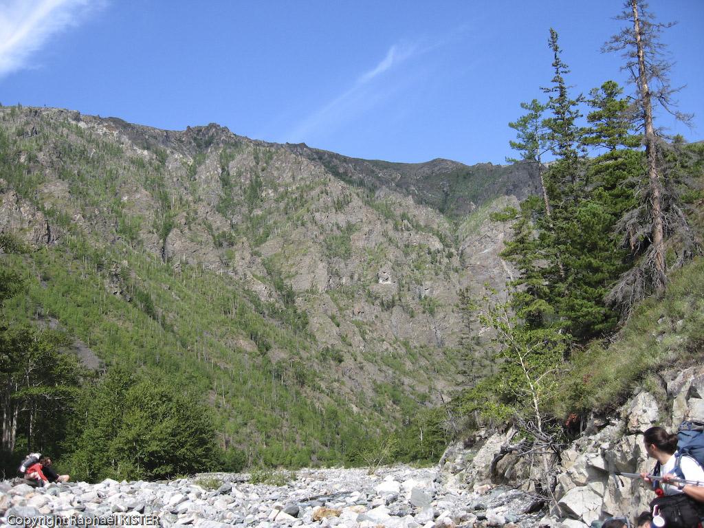 Terrain très caillouteux dans la gorge de la rivière Rity - 1er jour