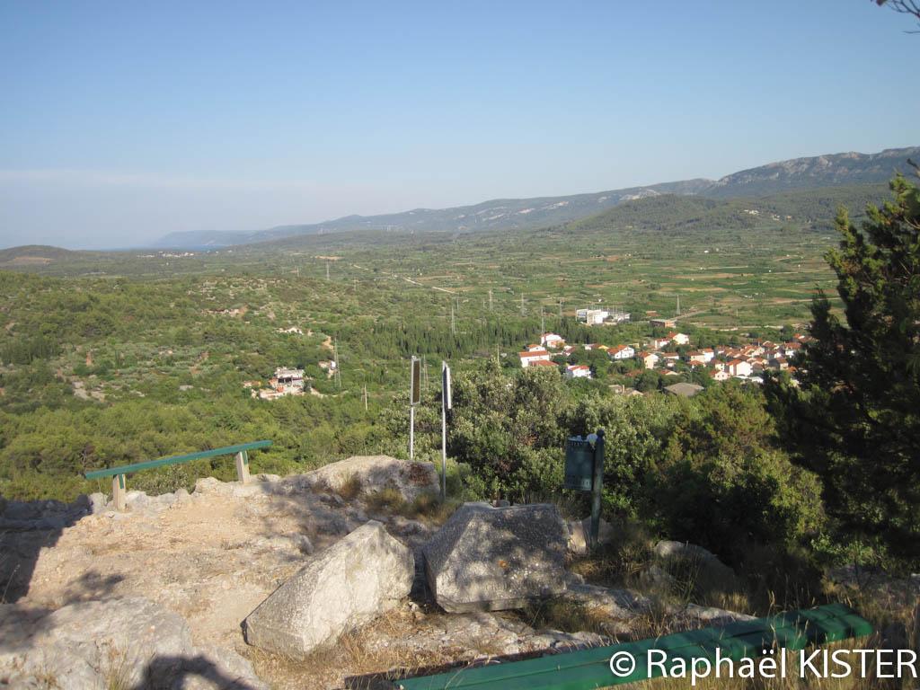 Plaine vue depuis les hauteurs de Stari Grad. Les parcelles sont séparées par des haies