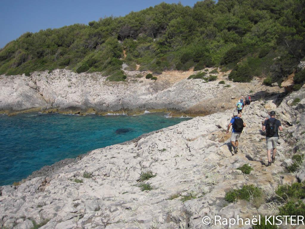 La côte avant la plage Robinson durant la randonnée vers Hvar...
