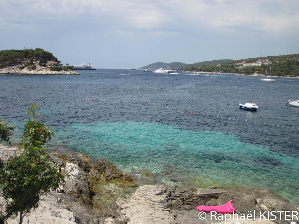La côte avant la ville Hvar...
