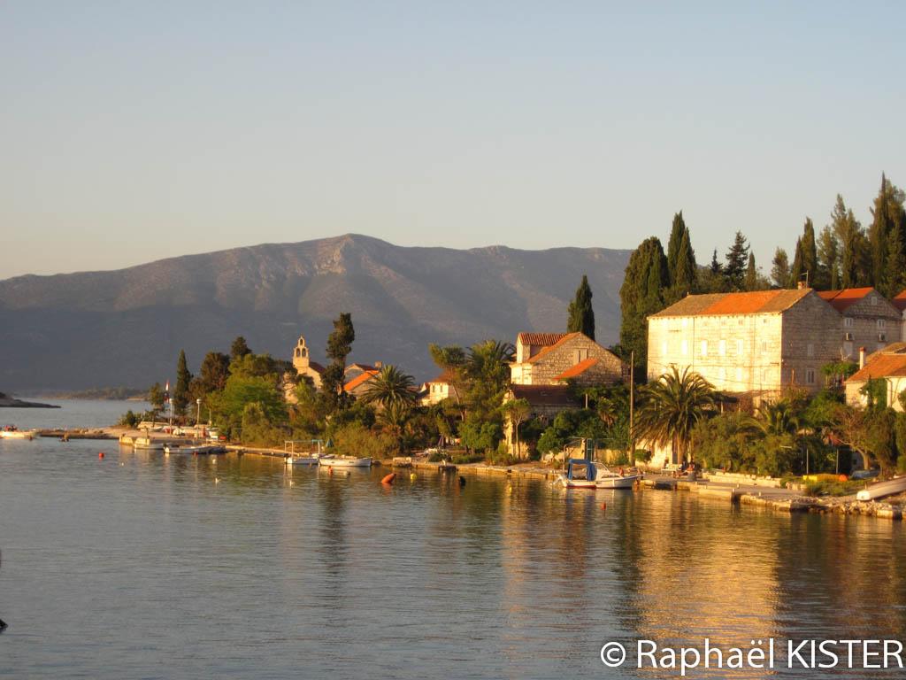 Petit village sur une île proche du village de Lumbarda, à 10 km de Korcula