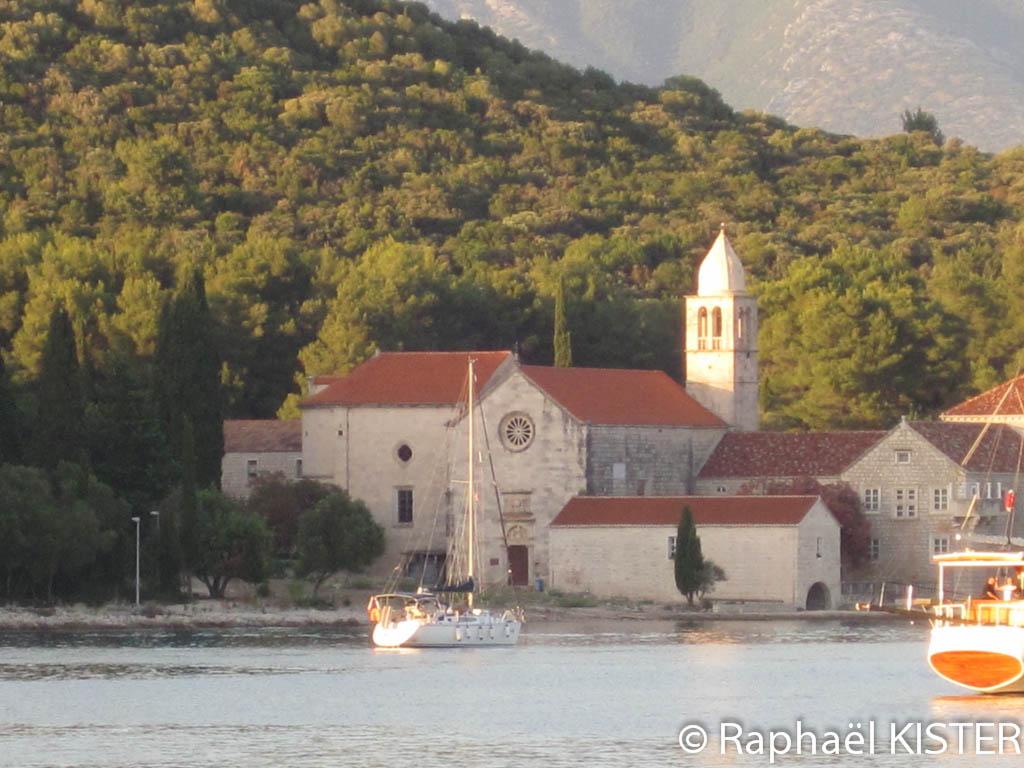 Monastère dans la baie de Korcula