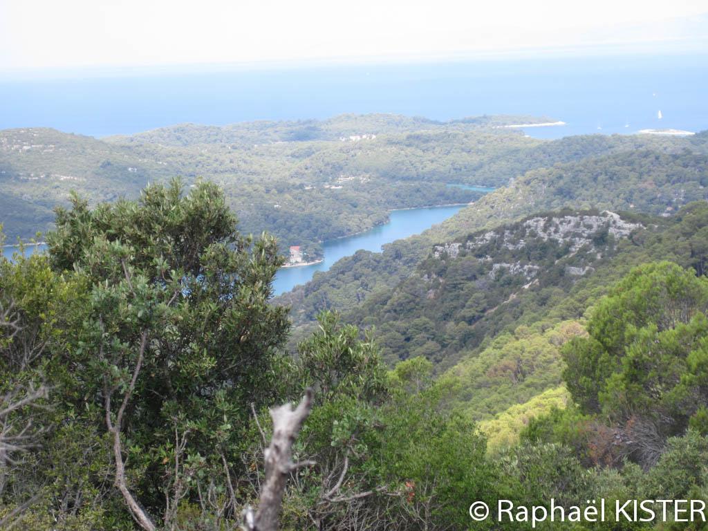 Aperçu des lacs d'eau salée depuis Montokuc durant notre randonnée