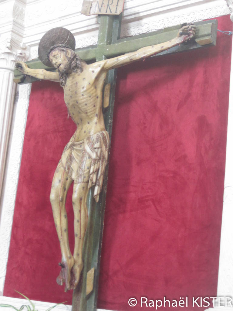 Statue de Jésus, crucifié, dans le monastère Notre-Dame-des-Anges