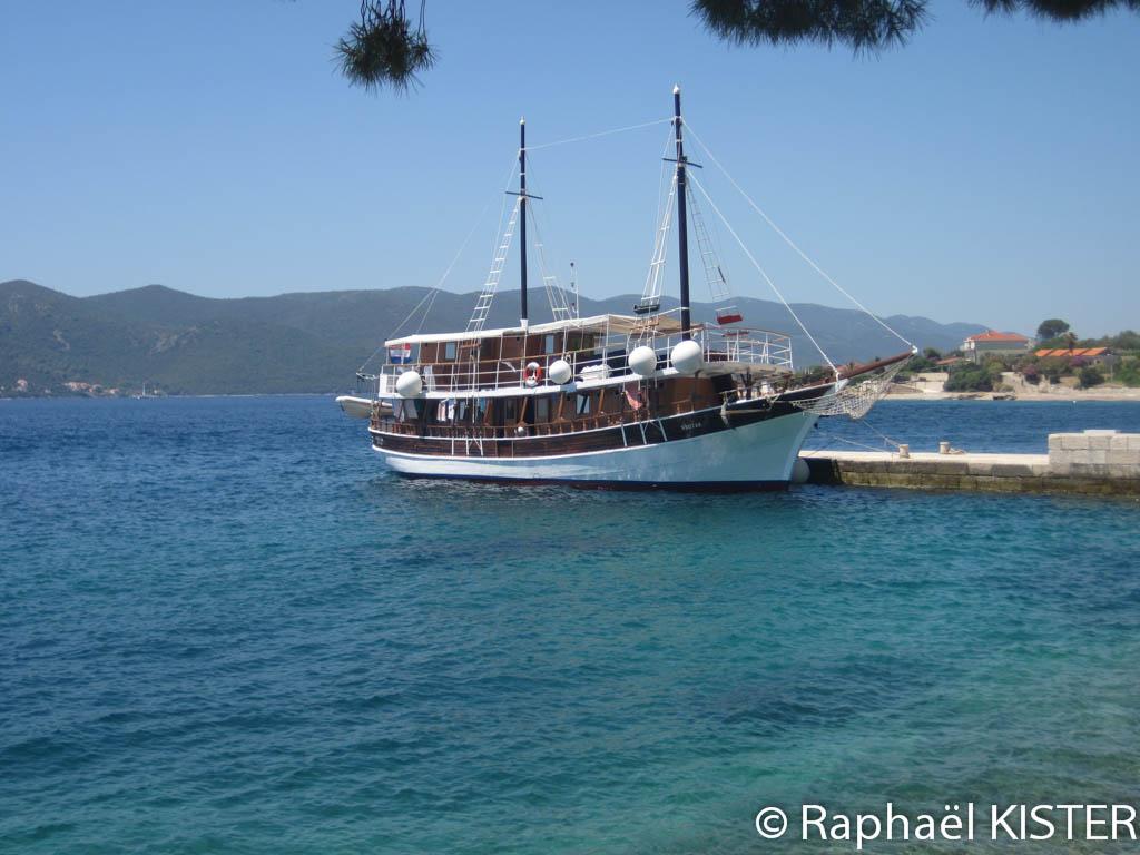 Notre bateau, le Vrutak, dans le port de Kuciste