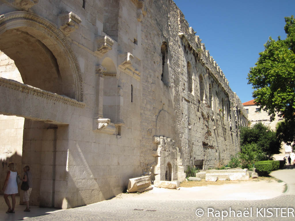 Mur du palais de Dioclétien - La porte d'Or