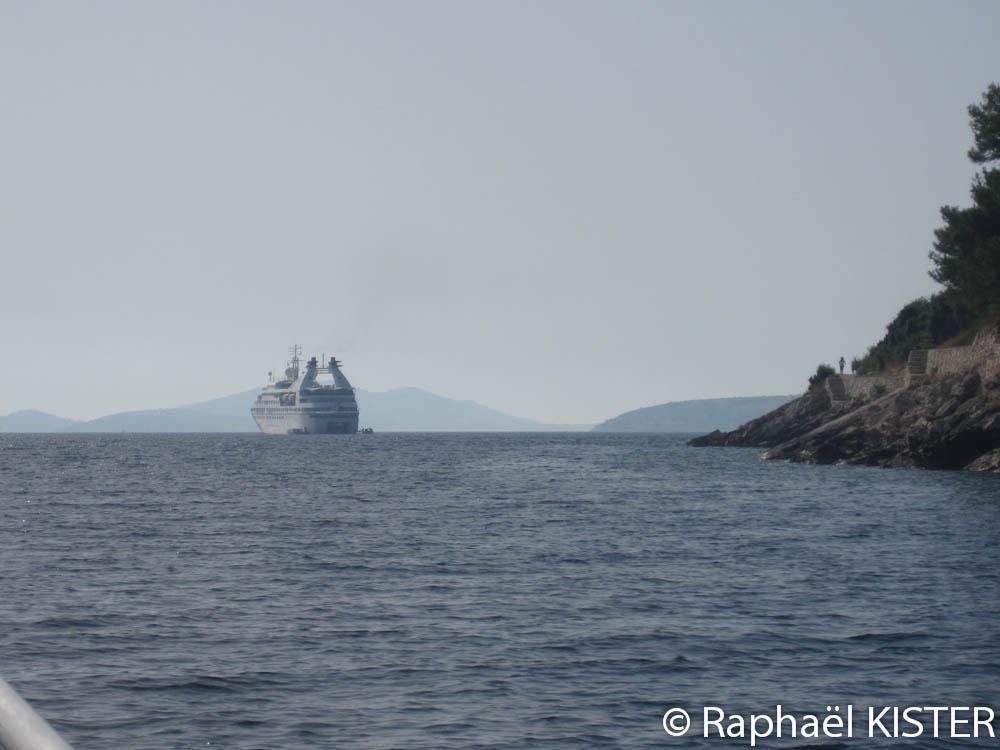 Paquebot arrivant à Dugi Otok / Sali