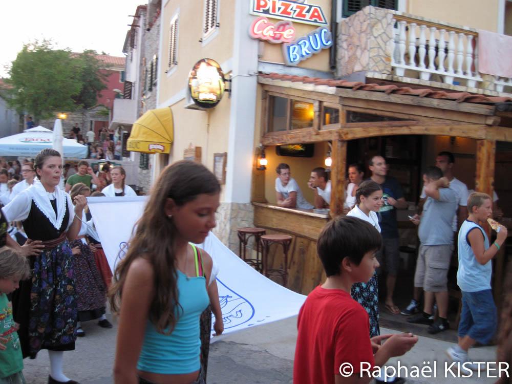 Sali - Festival - Entrée sur le port