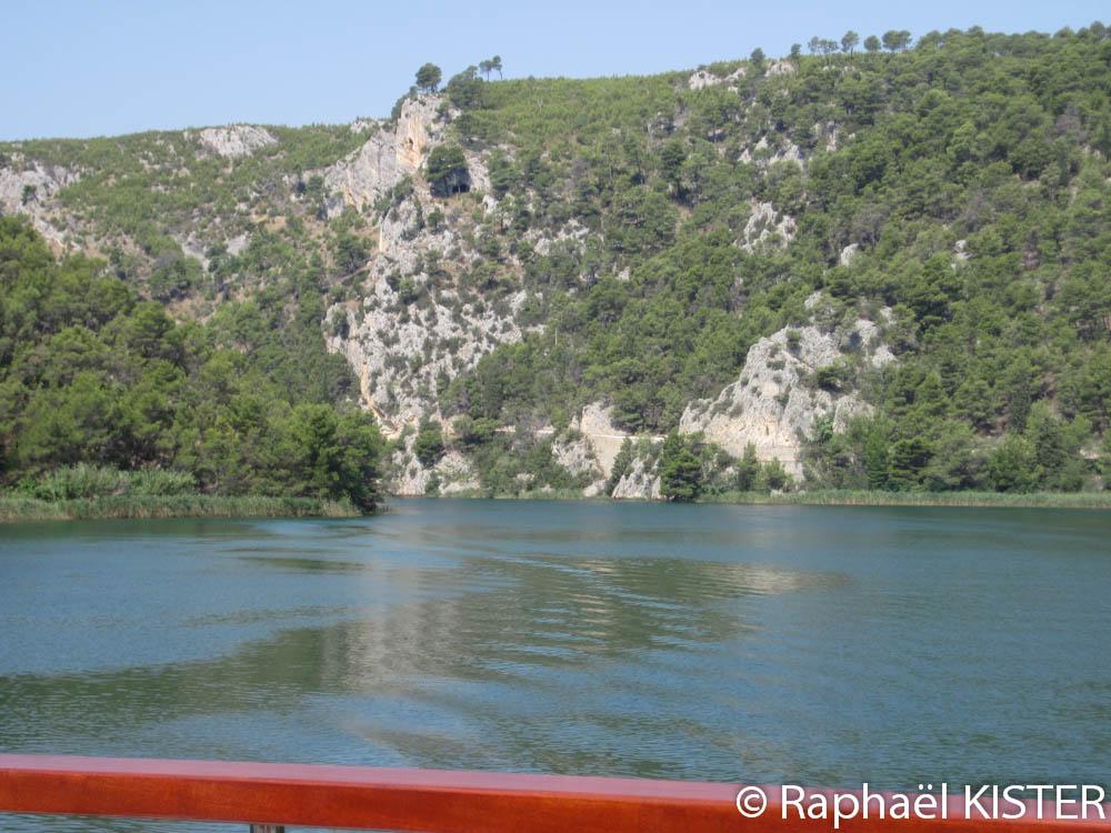 La rivière Krka en direction de Skradin