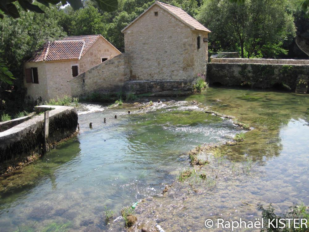 Aperçu de la ferme reconstituée et du moulin à eau