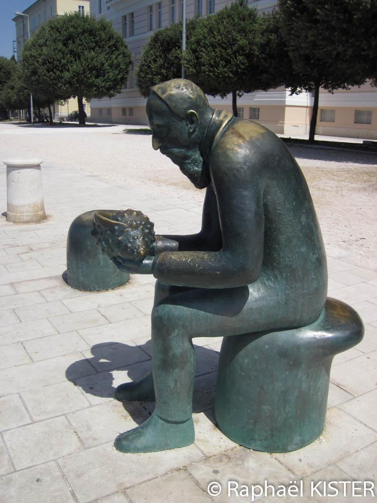 Statue sur le front de mer