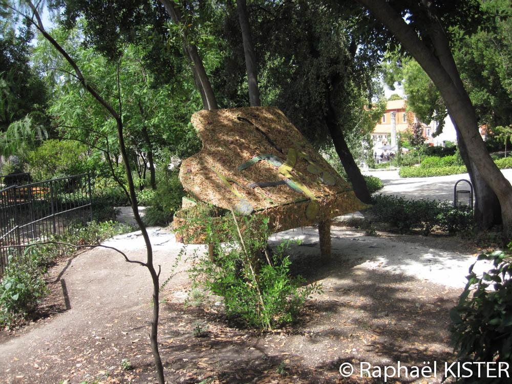 Parc de la reine Jelena Madijevka - Aperçu d'un piano