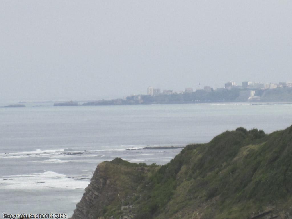 Aperçu de Biarritz depuis le littoral près de Guéthary