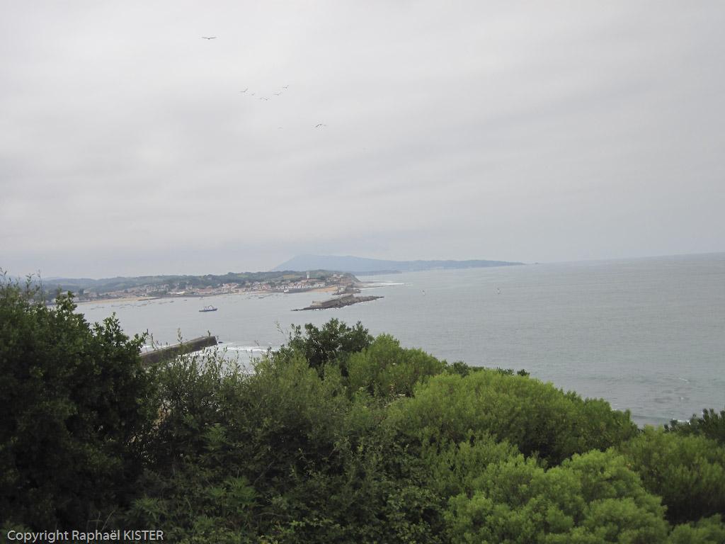 La baie de Saint-Jean de Luz. Dans le fond, Ciboure et le fort