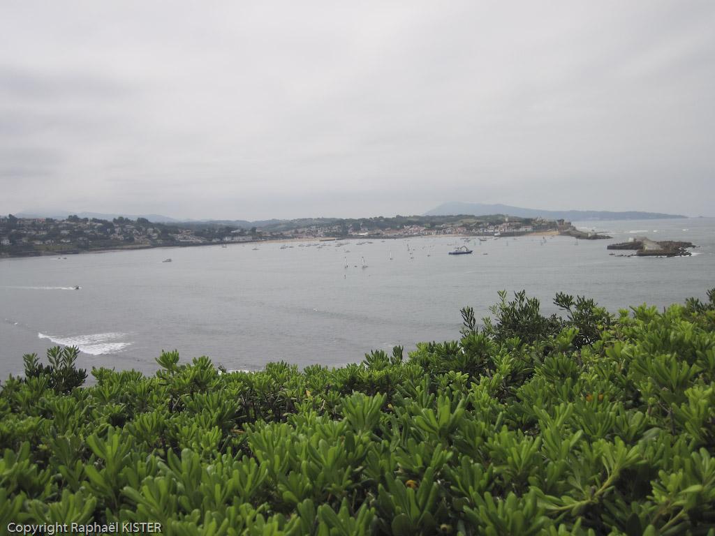 La baie de Saint-Jean de Luz. Aperçu de Ciboure et du fort...