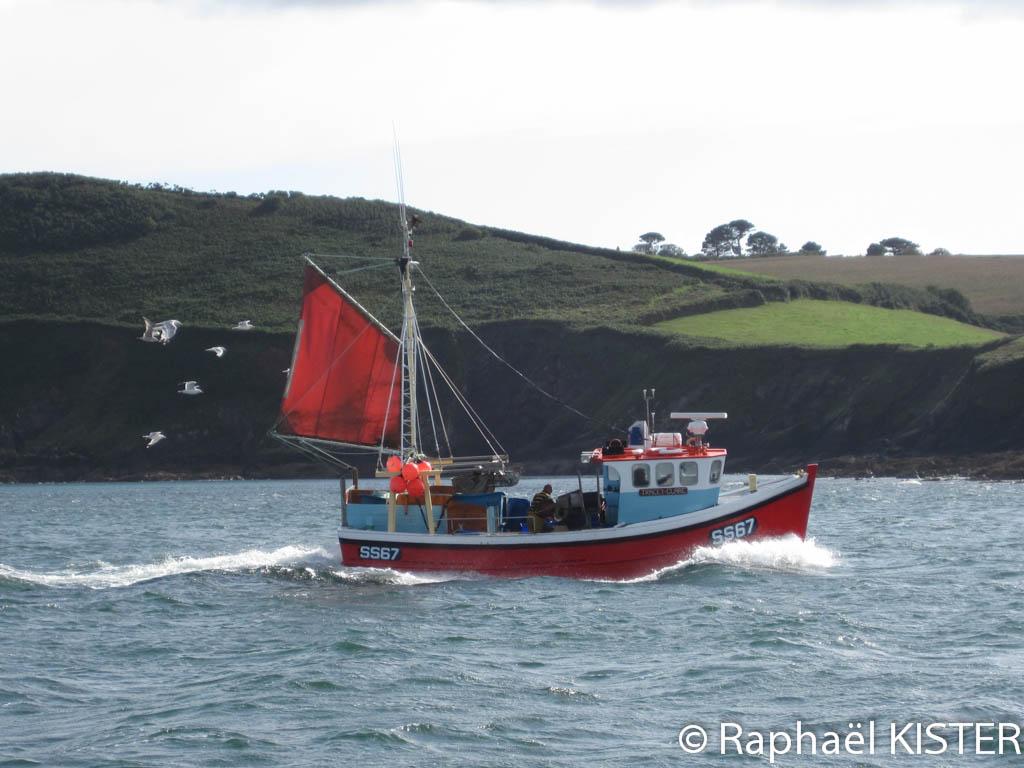 Bateau de pêche se dirigeant vers Gillian