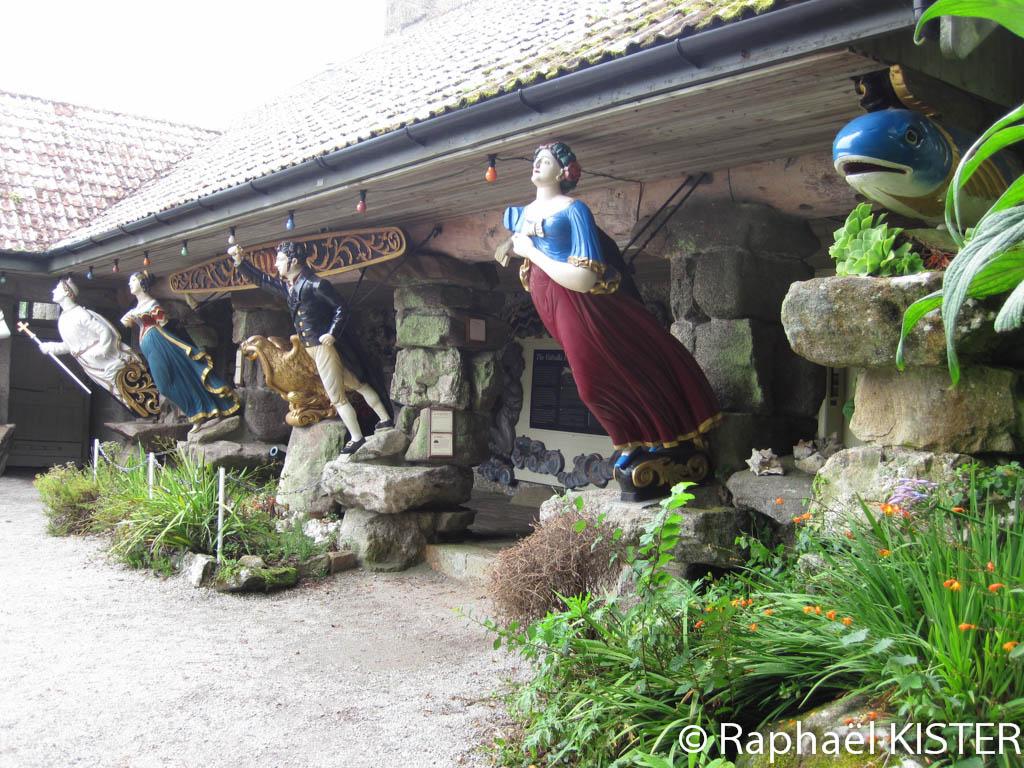 Le Valhalla dans le jardin tropical : une collection de figures de proue